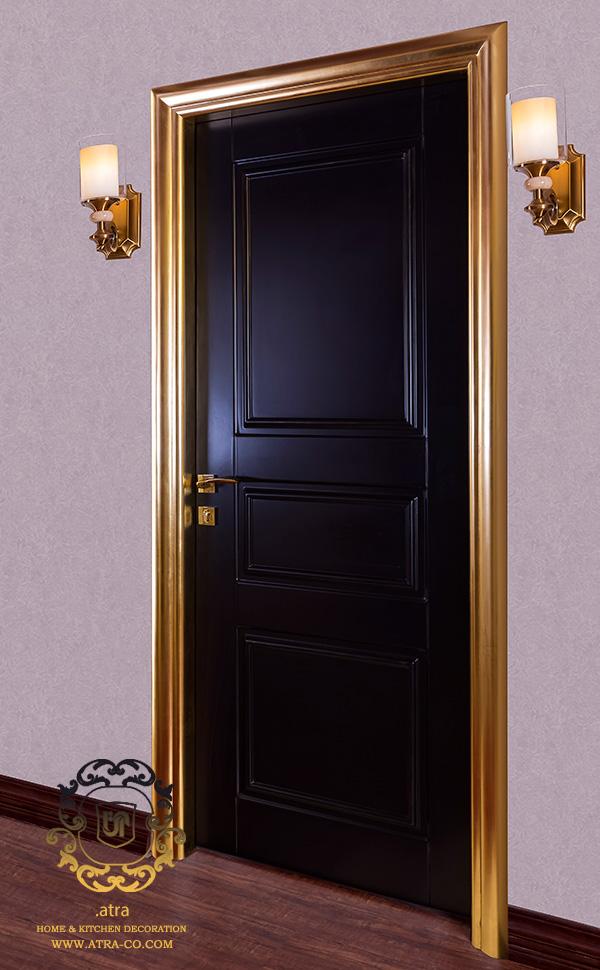 درب چوبی پلی اورتان مات همراه با ابزار چوبی، طراحی و ساخت توسط گروه طراحی دکوراسیون داخلی آترا، مشهد